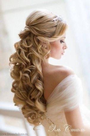 Peinados De Novia Semirecogidos Con Rizos Y Velo Vestido De Novia De La Foto Curly Wedding Hair Hair Styles Down Hairstyles
