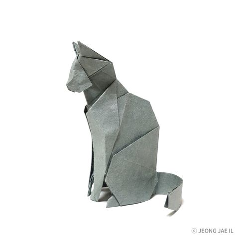 This is an absolutely beautiful origami cat. It's designed and folded by Jaeil Jeong  #origami #cat
