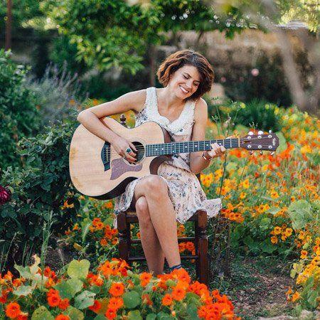 Acoustic Guitarist Holly Spain Wedding Entertainment Wedding Entertainment Guitarist Guitar Player