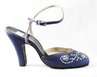 31a26af2e8910 Size 4.5 1950s Shoes - Unworn Navy Blue Silk Resort Heels with White ...