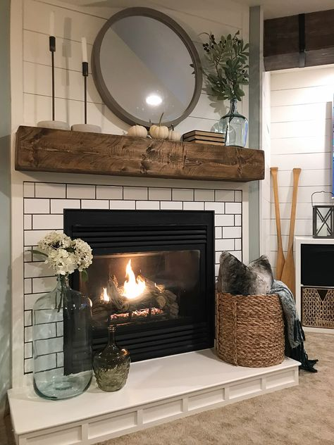 Fireplace Hearth Decor, Home Fireplace, Fireplace Remodel, Living Room With Fireplace, Fireplace Design, My Living Room, Fireplace Ideas, Fireplace Mantel Decorations, Corner Mantle Decor