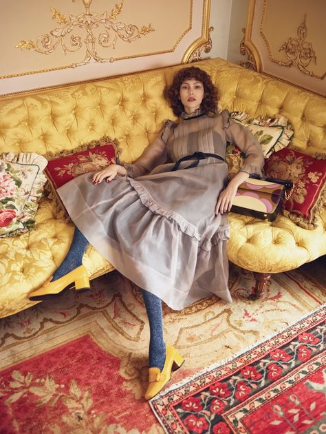 Irish fashion brand Orla Kiely looks to New York's Upper East Side in the for its fall-winter 2017 campaign. Photographed by Emma Summerton… Fashion Shoot, Editorial Fashion, Fashion Guide, Beauty Editorial, 70s Fashion, Fashion 2017, Emma Summerton, Irish Fashion, Poses Photo
