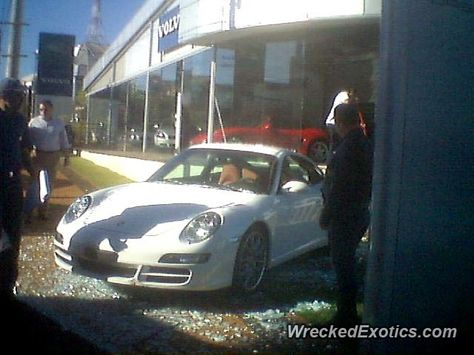 Porsche 911 997 crashed in Ribeirao Preto, Brazil