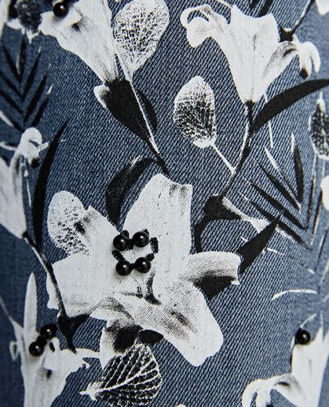 The flowers are really pretty, but its too detailed to screen print.