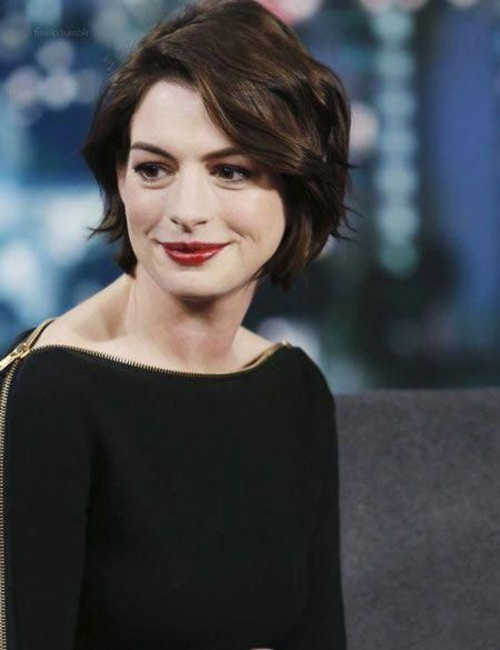 Anne Hathaway Hair 2018 Shorthair In 2020 Short Hair Styles Thick Hair Styles Hairstyle