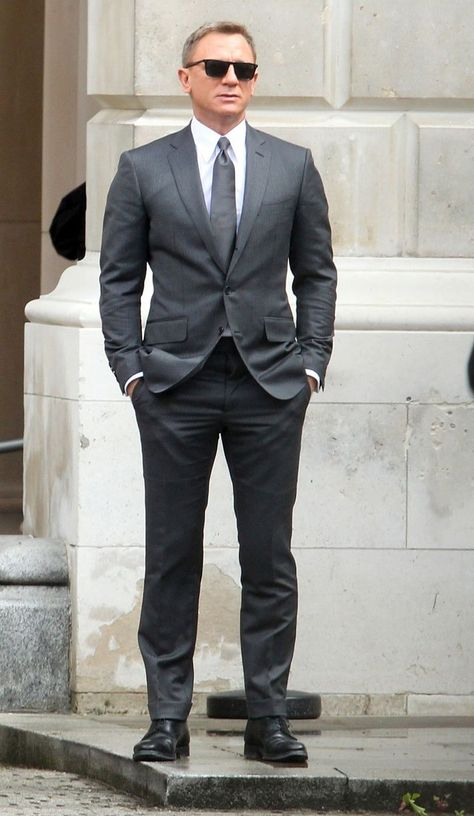 SPECTRE: Daniel Craig looks suave for filming as James Bond meets with Eve Moneypenny - Mirror Online