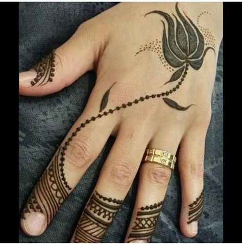 """Cross-over between Arabic and Indian style.. also similar to the new """"dots to design on empty hand"""" trend"""