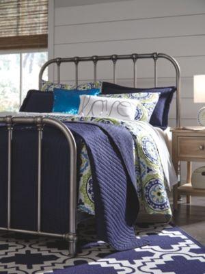Nashburg Queen Metal Bed Metal Beds Queen Metal Bed Gorgeous Bed