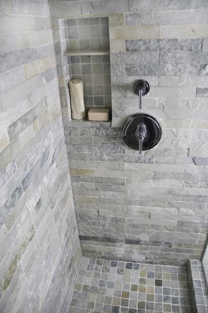 Kamienne Płytki W Kabinie Prysznicowej Zdjęcie W Galerii