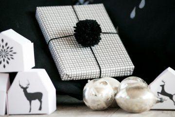 Regali Di Natale Eleganti.Pacchetti Regalo Di Natale Eleganti In Bianco E Nero Il Tutorial Natale Regali Regali Di Natale