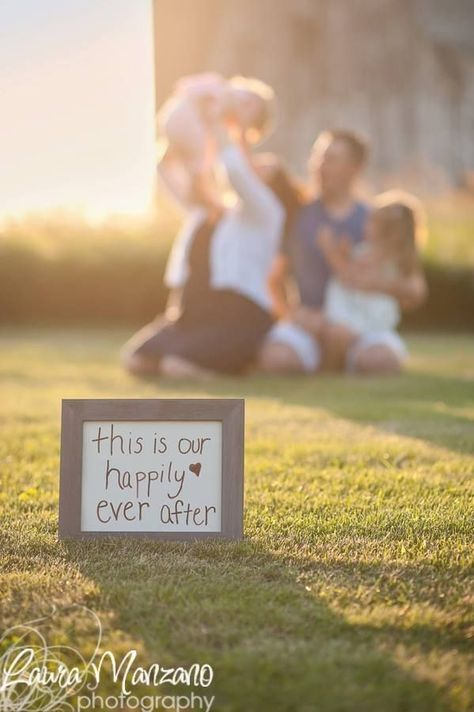 31+ family picture ideas with props - Lolly Jane