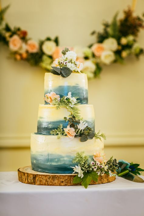 C + I wedding | London church wedding photography | Wedding cake ideas rustic | London wedding photographer #weddingcakes