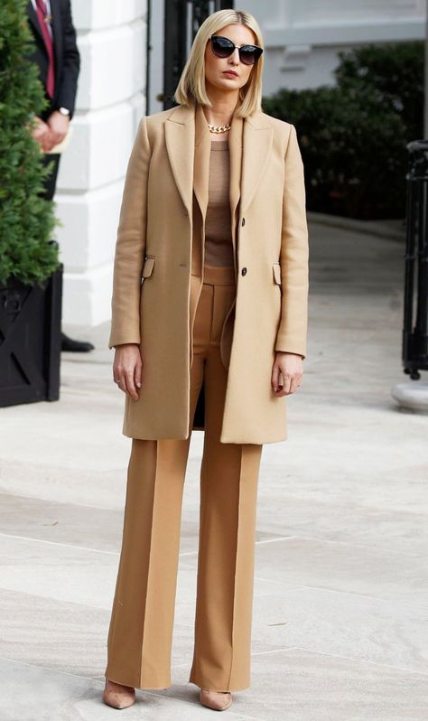 Ivanka Trump's Best First Daughter Style Moments Business Formal Women, Business Casual Attire, Business Dresses, Professional Attire, Business Suits, Business Style, Ivanka Trump Outfits, Ivanka Trump Style, Washington Dc Fashion