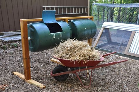 Best compost bin design I've seen. Movable, easy to use, easy to dump compost into the wheel barrow!