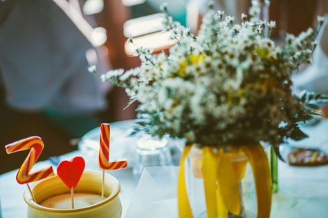 centrotavola lecca lecca nyalóka asztalközép Matrimonio giallo a pois Wedding in Italy