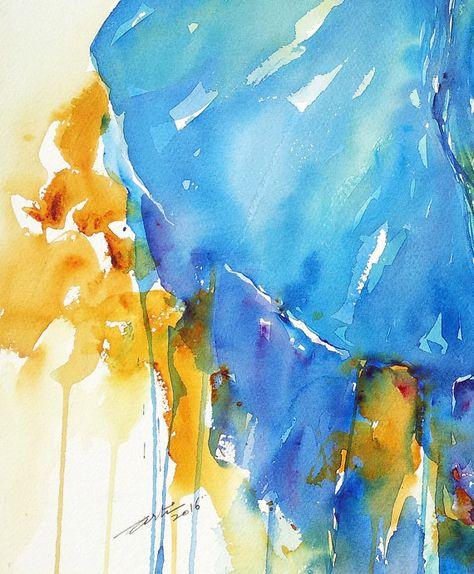 Cet Elephant A Ete Peint Dans Une Combinaison Classique De Bleu