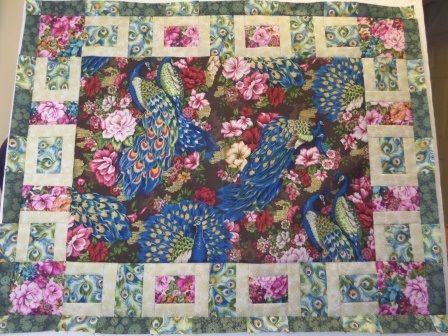 The peacock quilt design is a great way to showcase a fabric. The frame is an attractive chain that is eyecatching but very simple to make.