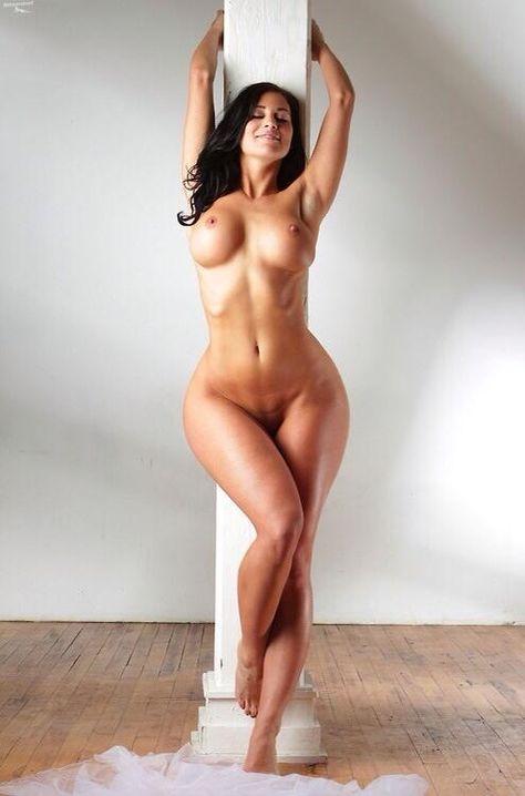Красивые бедра голых девушек фото