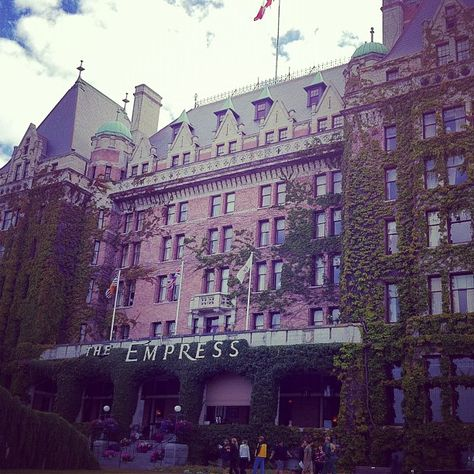 Faimont Empress in Victoria, Canada   I got proposed to in the Rose Garden here