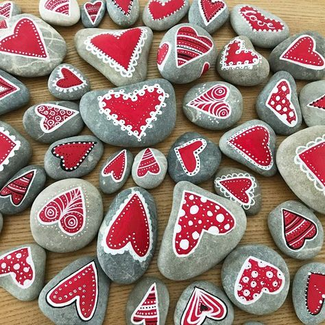 ✓ Best Painted Rocks ideas, a weapon that will destroy your boredom … - Valentine's Day Pebble Painting, Pebble Art, Stone Painting, Heart Painting, Stone Crafts, Rock Crafts, Arts And Crafts, Valentine Day Crafts, Valentine Decorations