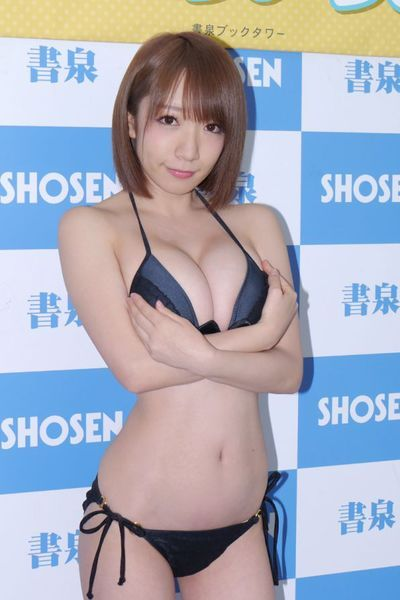 ascii jp 驚異のhカップ特盛りショットもある清水あいり念願の1st写真集 1 2 あいり 写真集 清水