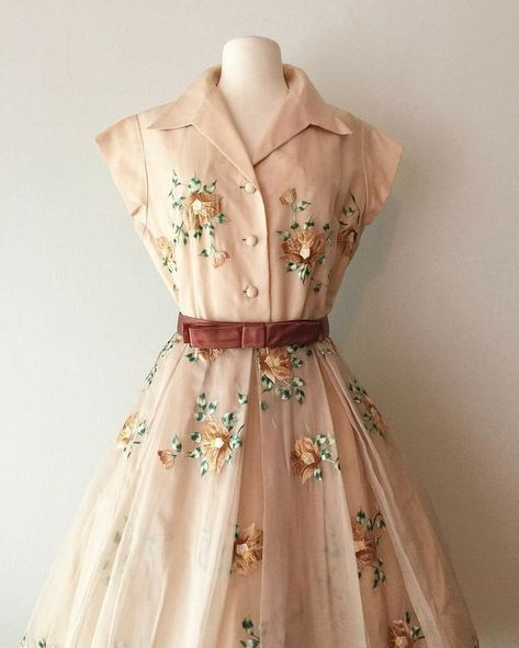 New vintage outfits dresses ideas Vintage Outfits, Robes Vintage, Vintage 1950s Dresses, Fashion Vintage, 1950s Fashion Dresses, Retro Dress, 80s Dress, 50s Vintage, 1950s Outfits