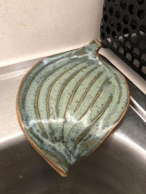 Cauliflower Shawarma Wraps with Green Tahini and Feta. Self Draining Soap Dish Ceramic Soap Dish, Ceramic Clay, Diy Soap Dishes, Ceramic Bowls, Slab Pottery, Ceramic Pottery, Thrown Pottery, Clay Projects, Clay Crafts