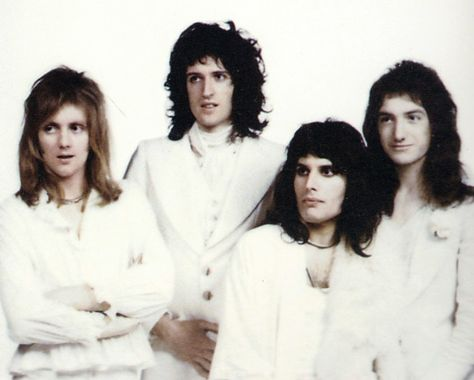 You're gonna love me when you see me — cosmicdandy:  How did 70s Queen go from these...