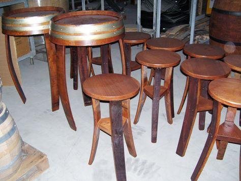 1353 - Sgabelli e tavoli treppiede per bar, verniciate color noce ...