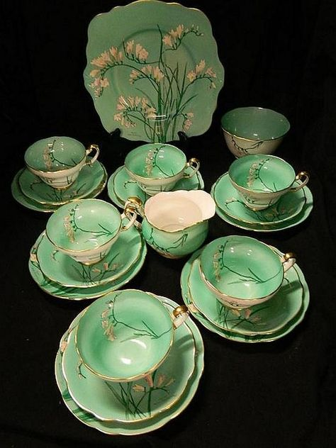 A Shelley tea set ' Freisas'… - Jewellery, Fine Art, Antiques & Interiors - Theodore Bruce Auctions - Antiques Reporter
