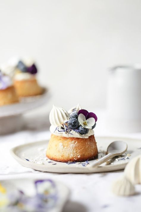 Lemon curd blueberry and almond tea cakes - beautiful dessert styling #recipes #foodstyling #foodphotography