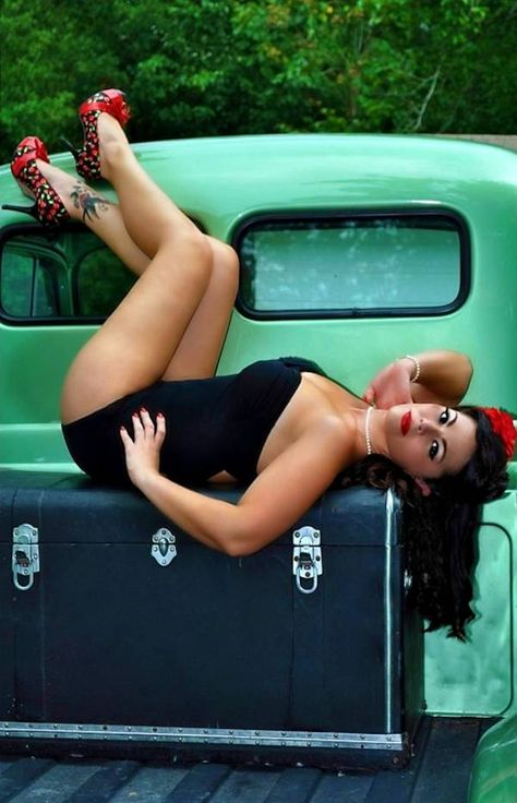 I love everything that is this picture!! #Pin-up #retro #rockabilly
