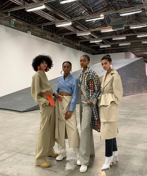 Sometimes it is perfectly acceptable to decide not to decide, to remain confused and wide-eyed about the next thing that will pop up in the road you build. Runway Fashion, High Fashion, Fashion Outfits, Fashion Trends, Minimal Fashion, Looks Style, My Style, Mode Simple, Jacquemus