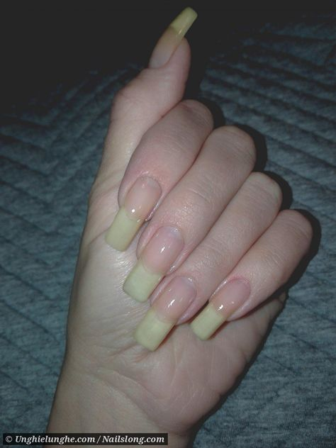 Profile and pictures of OlgaB on Nailslong.com. Do you have beautiful hands and nails? Register now and become one of our hand models!