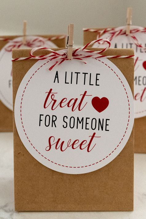 A Little Treat for Someone Sweet || Free Gift Tag