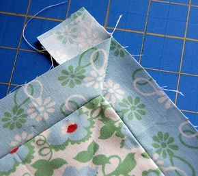 Tutorial -- Mitered Corners / practice on scraps Yes! I need this because mitered corners are my quilting downfall Quilting Tips, Quilting Tutorials, Quilting Projects, Sewing Tutorials, Beginner Quilting, Techniques Couture, Sewing Techniques, Sewing Patterns Free, Free Sewing