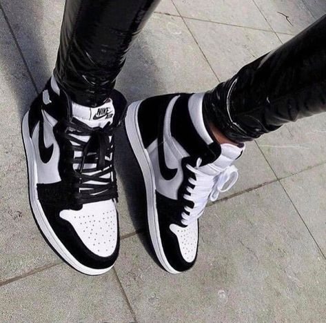 Jordan Shoes Girls, Girls Shoes, Nike Jordan Shoes, Air Jordan Sneakers, Shoes Women, Nike Shoes Air Force, Cute Sneakers, Black Shoes Sneakers, Black And White Sneakers