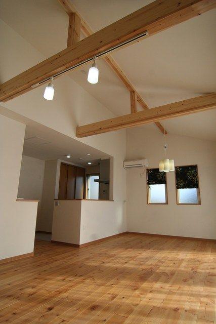 今日は 屋根なり 勾配 天井 梁をあらわした施工実例をご紹介致し