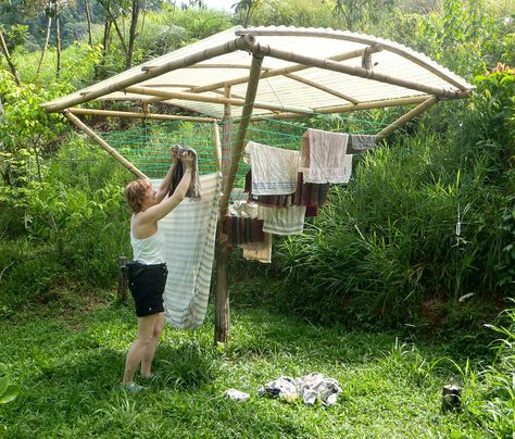 Solar clothes dryer kit by Simply Loving Living Life solar clothes line You have got to love this - solar clothes dryer kit - we used to call that a clothes line:) Wow, innovation:) Homestead Survival, Urban Survival, Survival Prepping, Earthship, Off The Grid, Alternative Energy, Sustainable Living, Sustainable Tourism, Sustainable Energy
