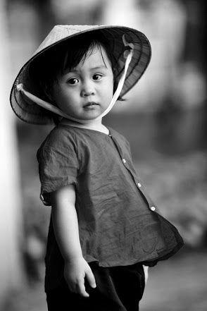Petite Fille Et Chapeau Conique Portrait Enfant Dessin