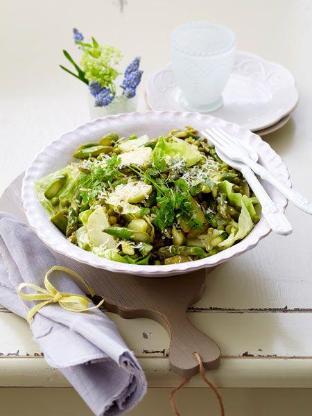 Herrlich leicht! Grüner Spargelsalat mit Parmesan