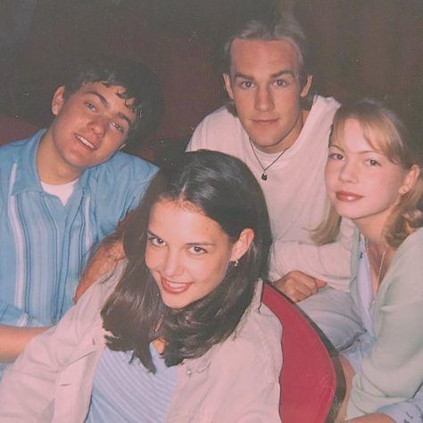 "80s/90s/00s etc 🍬 on Instagram: ""Joshua Jackson, James Van Der Beek,  Michelle Williams & Katie Holmes on set of Dawson's Creek, 1997✨ • • •Follow @stylingitvintage (me)…"""