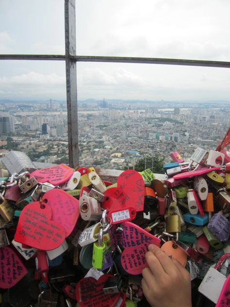 Namsan Tower in Seoul, South Korea. Messages written on locks and then linked together on a fence. Such a cute couple idea!