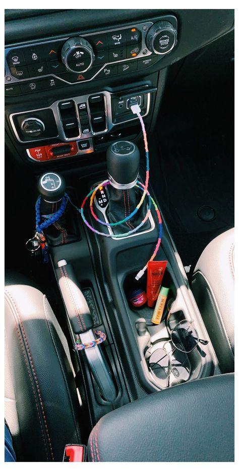 Auto Jeep, Jeep Cars, Hippie Auto, Hippie Car, Car Interior Accessories, Car Accessories For Girls, Cool Jeep Accessories, Vehicle Accessories, Ford Gt