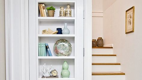 Here's an awesome idea if you want more shelving in your smallspace... or if you want to 'hide' a private room... or if you just want to have an awesome door you can talk about with guests. Turn a door into a set of shelves! (Or should that read: Turn some shelves into a door! :) ) This isalso a great DIY project for bringing life to a part of your house rarely visited. For instance, if your storage room is located at the end of the hallway, you cangive that door an additional purpose by ...