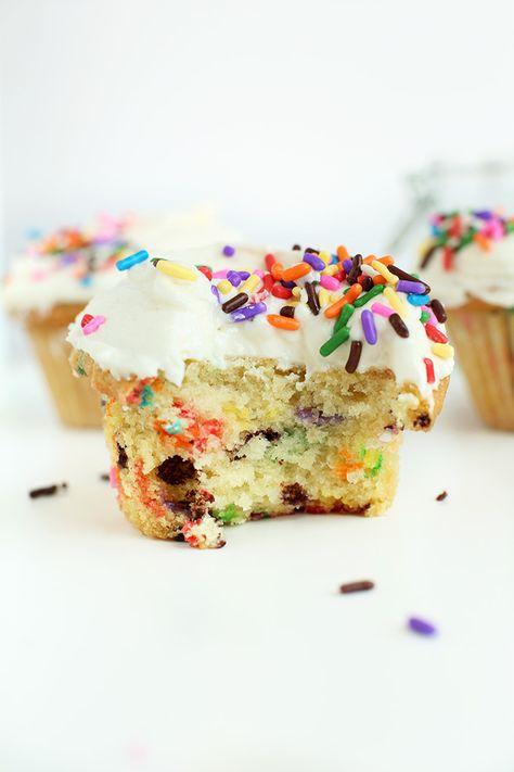 AMAZING One Bowl Vegan Funfetti Cupcakes! 10 ingredients, 45 minutes and SO delicious! #vegan