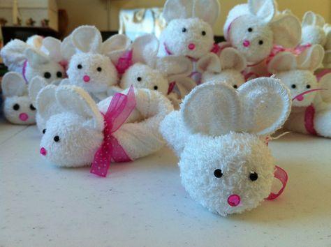 Easter bunny towel origami. Online video tutorial: http://foldingmagic.com/easter-crafts-for-children-easter-crafts-for-kids/
