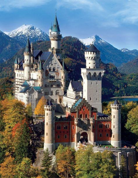 El Castillo de Neuschwanstein, un castillo de cuento de hadas que pasa por ser uno de los atractivos turísticos más importantes que ver en Alemania.