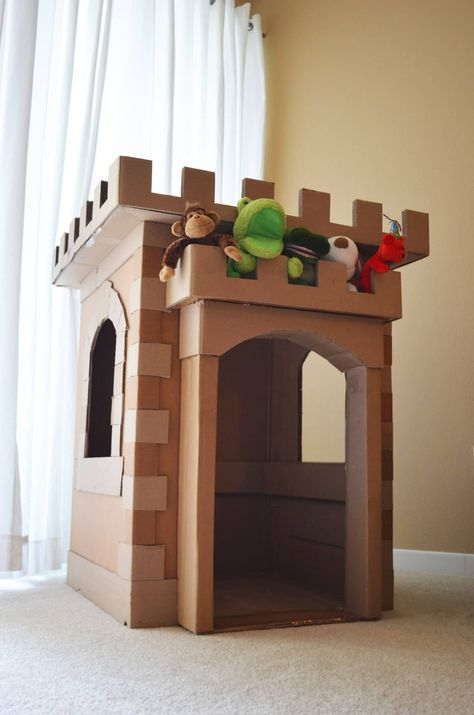 44 Elegant Diy Cardboard Crafts Ideas For Kids Toys To Try Right Now - We spend more time inside during the winter months, and finding interesting things to do can often become a challenge with kids at home. Cardboard Houses For Kids, Cardboard Box Crafts, Cardboard Playhouse, Cardboard Castle, Cardboard Furniture, Cardboard Tubes, Cardboard Box Ideas For Kids, Forts En Carton, Boys Playhouse