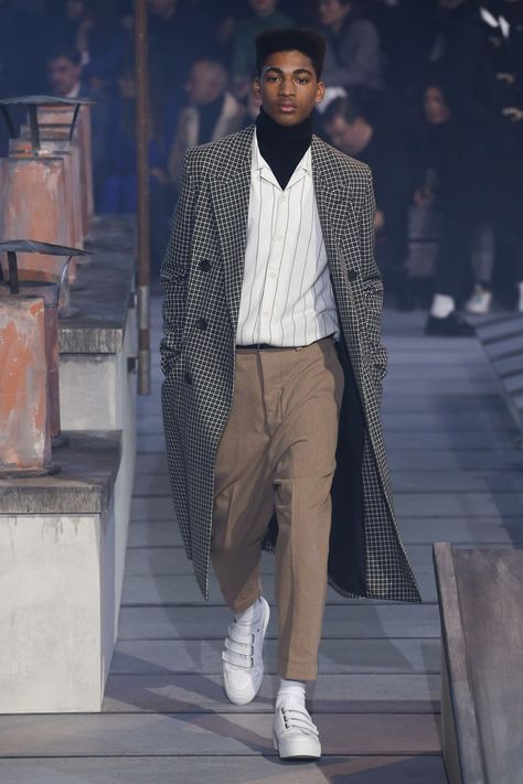 Ami Fall 2018 Menswear collection, runway looks, beauty, models, and reviews.